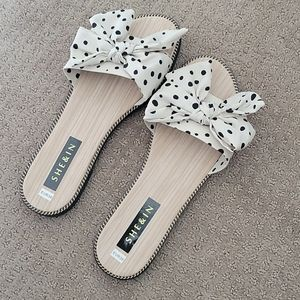 Polka dot slides with bow